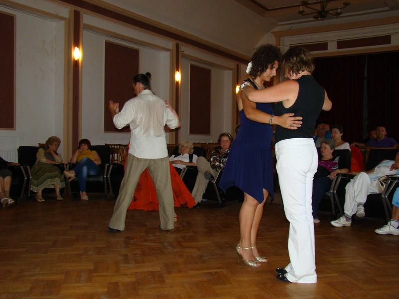 inițiere în dans